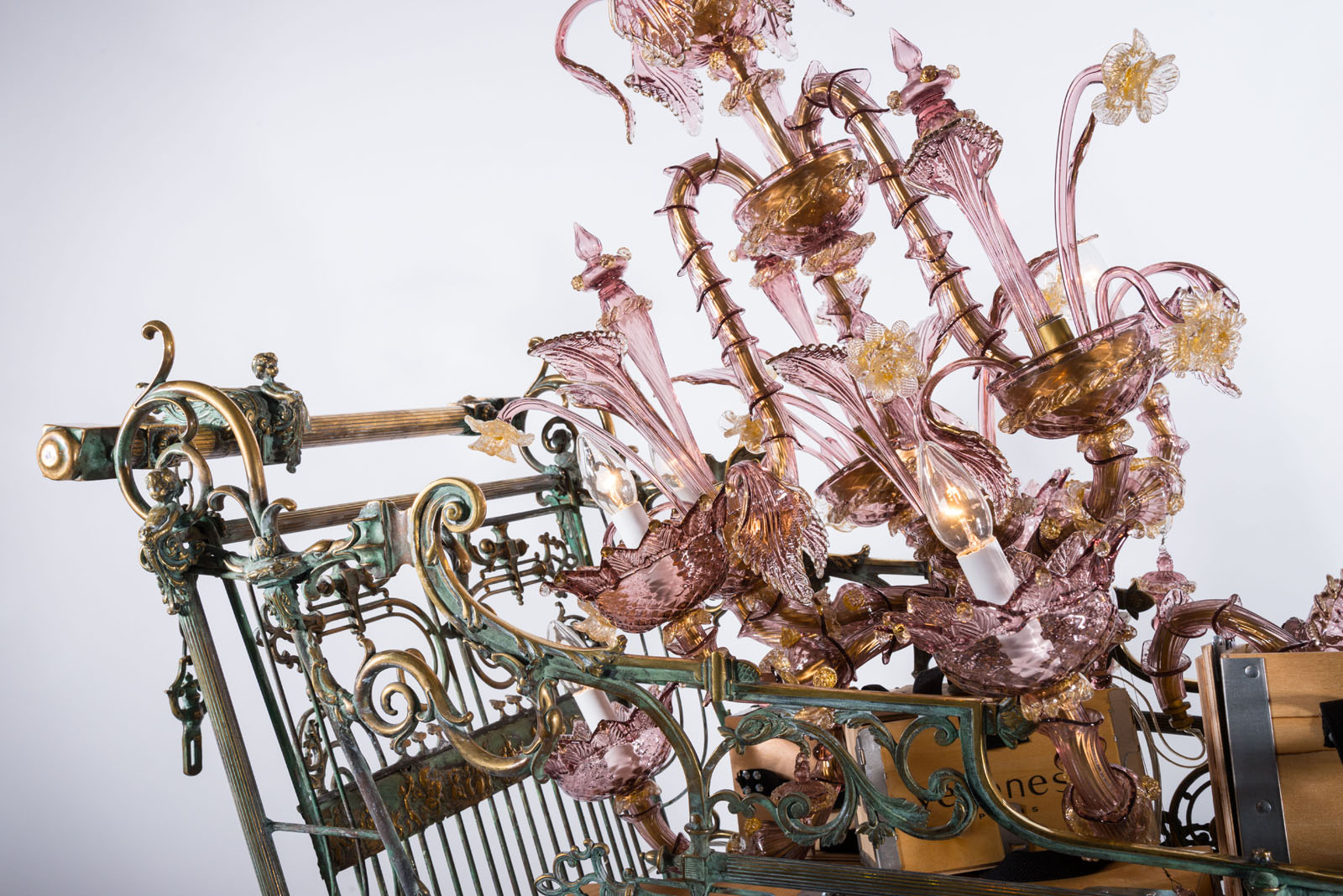noel-christmas-chandelier-caddy-2013-veronese-6-2.jpg