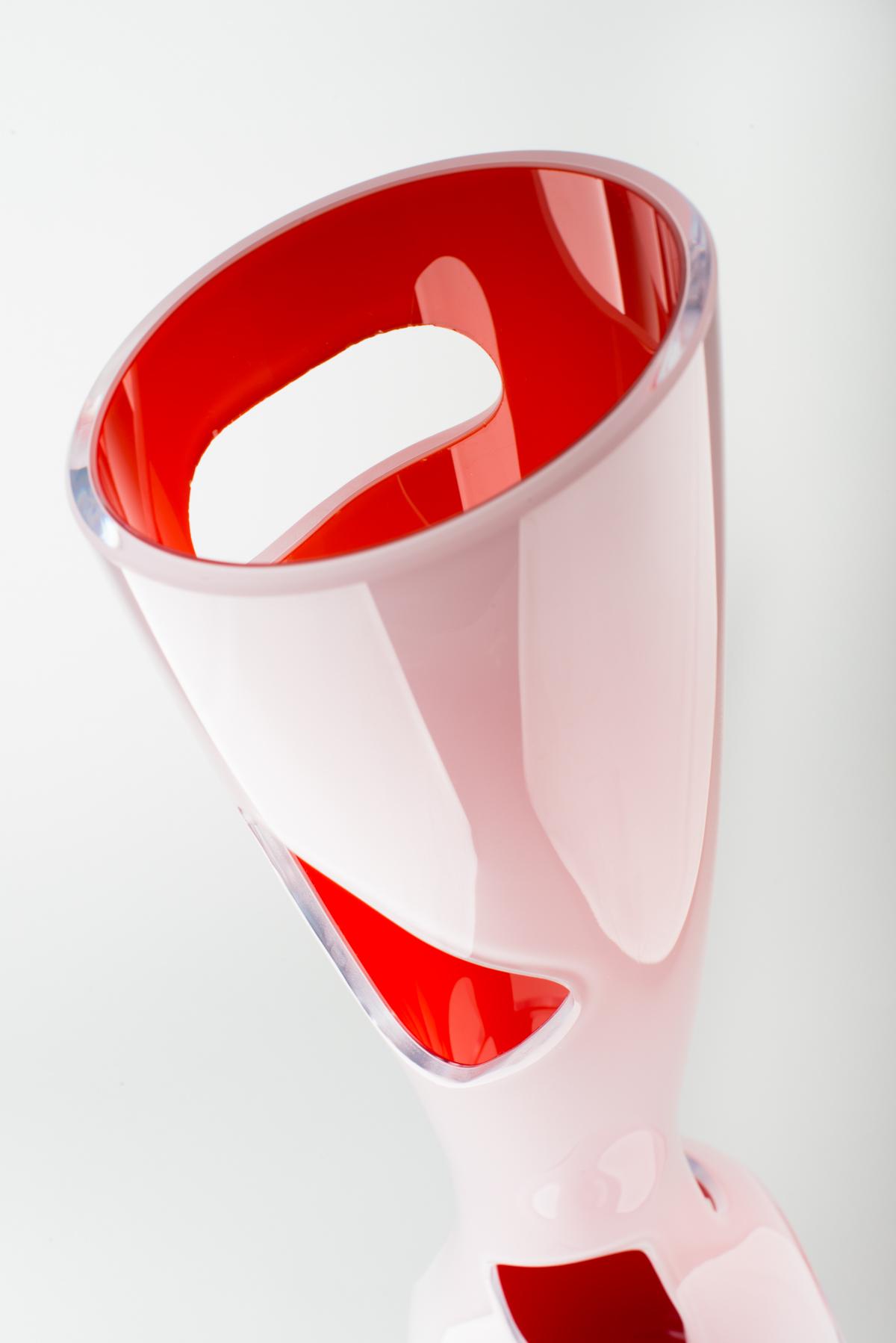 un-vase-reda-amalou-murano-glass-veronese-2.jpg